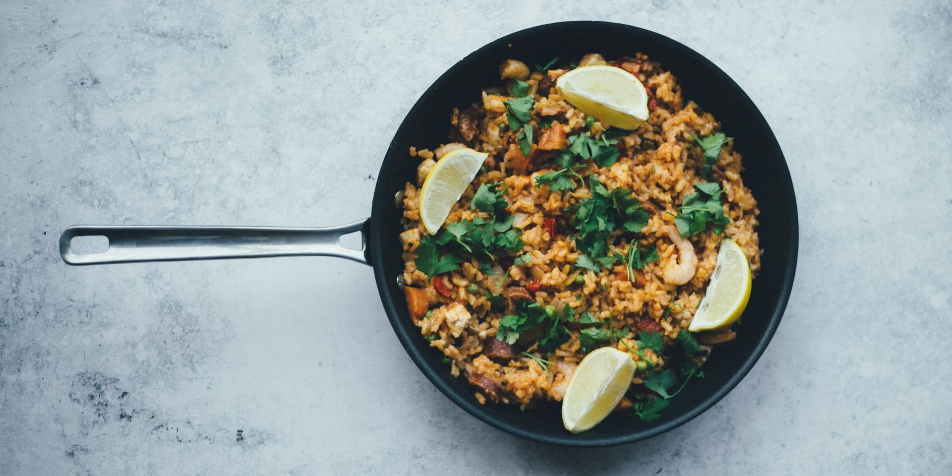 Paella dish with lemon and herbs – Nomad recruitment